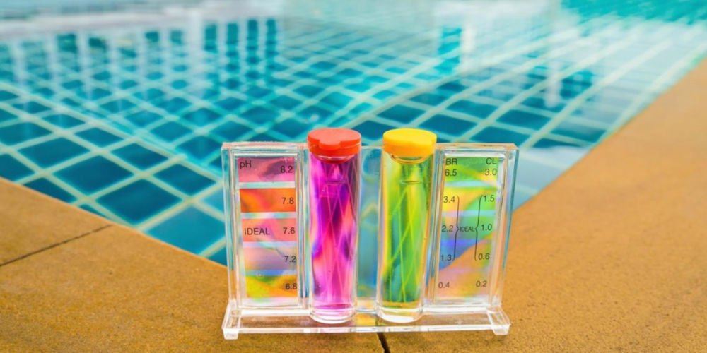 Swimming pool water pH test kit