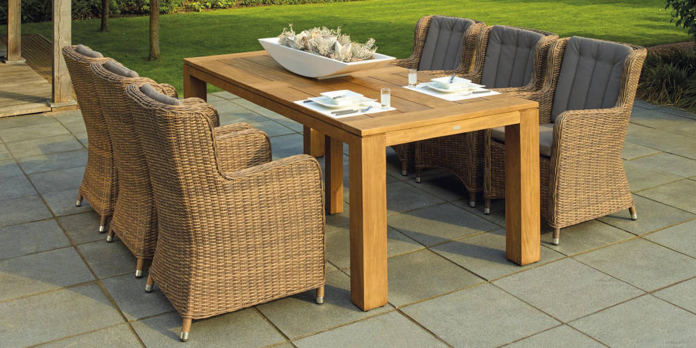 staging outdoors dining